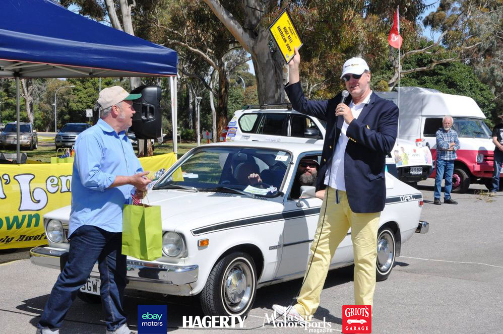 official-photo-Dave-and-Buick-Opel-by-Isuzu-receiving-Rust-Belt-American-Junk-award-from-Alan-Galbraith